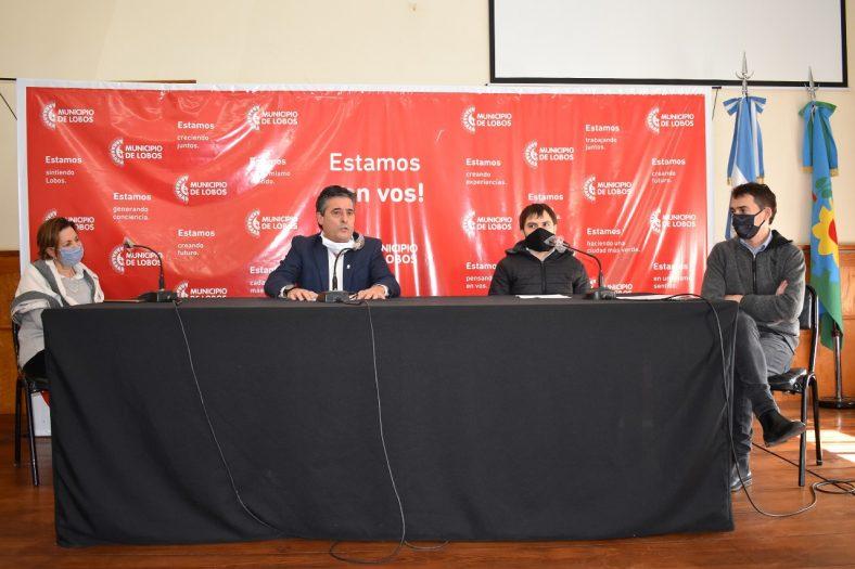 Dra. Vicondo, Intendente Etcheverry, Luciano Re y Secretario Hasper.